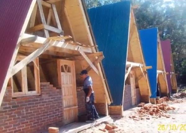 کلبه چوبی مثلثی - کلبه چوبی مثلثی آلوارس